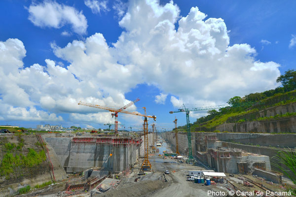 Photo: Widening the Panama Canal: Too little, too late? (© Canal de Panamá)