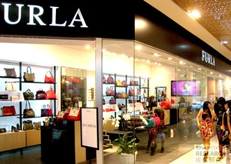 Photo: International brands are popular in shopping malls