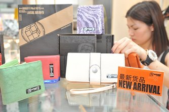 Photo: Hong Kong leather goods are well received at a mainland trade fair.