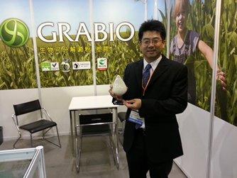 相片:宏力生化在「国际环保博览2013」展示可堆肥淀粉塑料