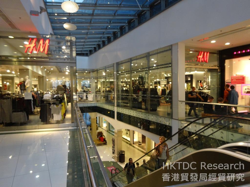 Photo: H&M (Swedish) and Terranova (Italian) are popular fast fashion chains in Hungary