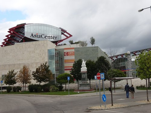 Photo: Home to many Asian fashion suppliers, Asia Center is a popular wholesale center in Budapest