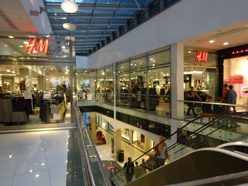 相片:瑞典H&M及意大利Terranova等快速時尚連鎖店在匈牙利大受歡迎