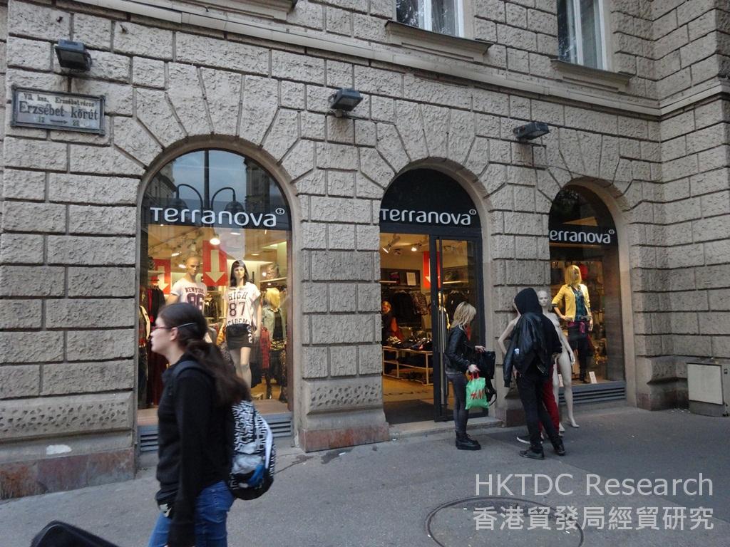 相片:瑞典H&M及意大利Terranova等快速時尚連鎖店在匈牙利大受歡迎。