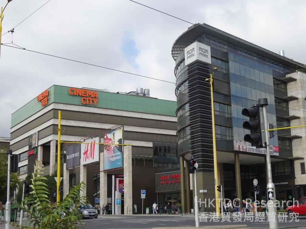 相片:布達佩斯市內主要的購物商場MOM Park