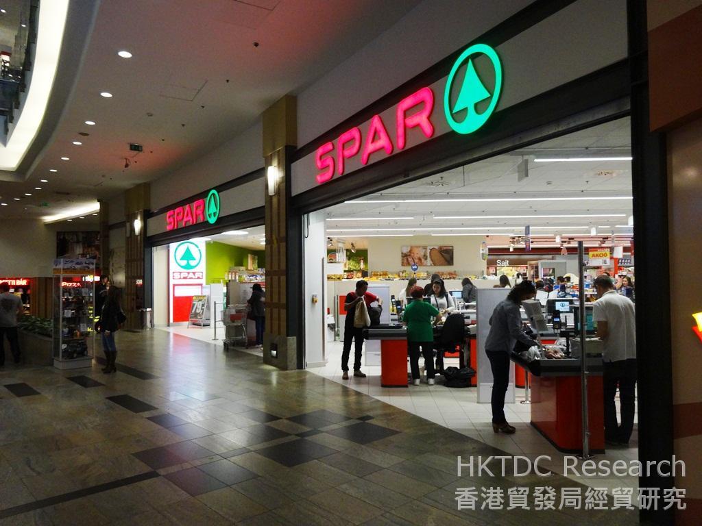 相片:在匈牙利,大型零售商包括樂購(Tesco)、Spar及歐尚(Auchan)