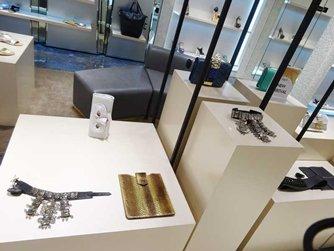 图: 外国品牌推出闪亮悦目的设计以迎合当地消费者的喜好