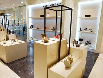 图: 外国品牌售卖款式抢眼的鞋履