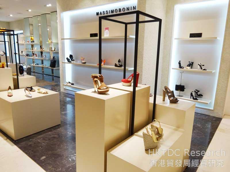 圖: 外國品牌售賣款式搶眼的鞋履