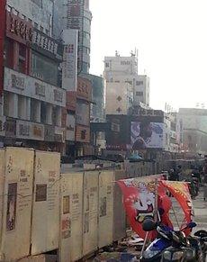 Photo: Dehua shopping street in Zhengzhou's Erqi commercial district: facelift underway