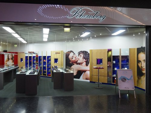 Photo: A leading Swiss jewellery retailer