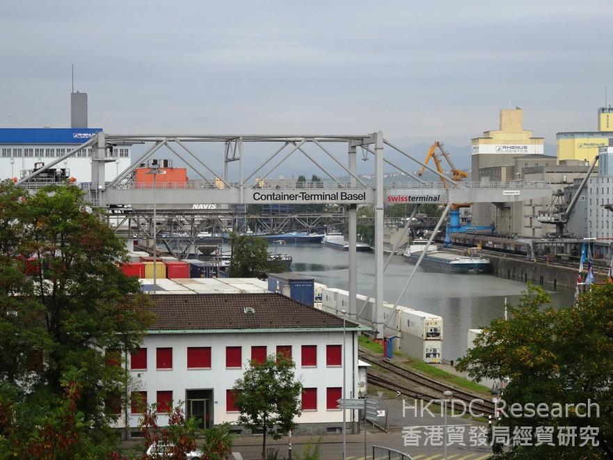 相片:萊茵河是巴塞爾的命脈,也是瑞士最重要的貿易通道之一