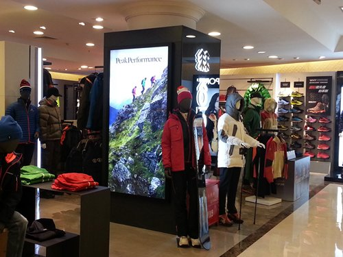 Photo: Yansha mainly offers trendy outdoor apparel and supplies.