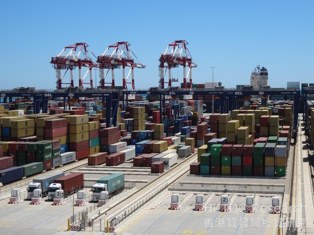 Photo: BEST is the first semi-automated terminal in the HPH Group