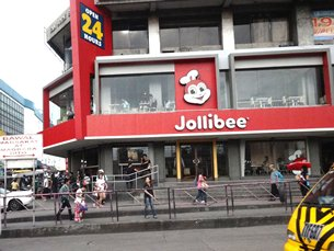 Photo: Jolibee, the most popular local fast-food chain, expands its business through franchising.
