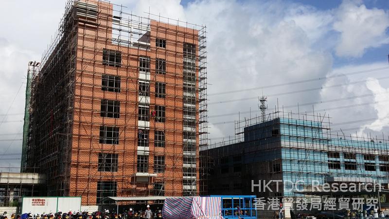 相片:位於江門開平翠山湖產業轉移園正在擴建的廠房