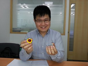 Photo: Dr Alfred Ng with a Wi-Fi module specially designed by Suga for the smart home (1)