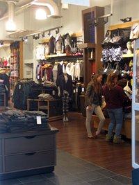 相片: 2013年,Lululemon Athletica獲Interbrand評選為加拿大最有價值的零售品牌。