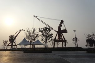 Photo: Jiangyin rezones a former riverfront transport facility for recreational use.