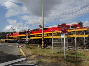 相片:巴拿馬運河鐵路