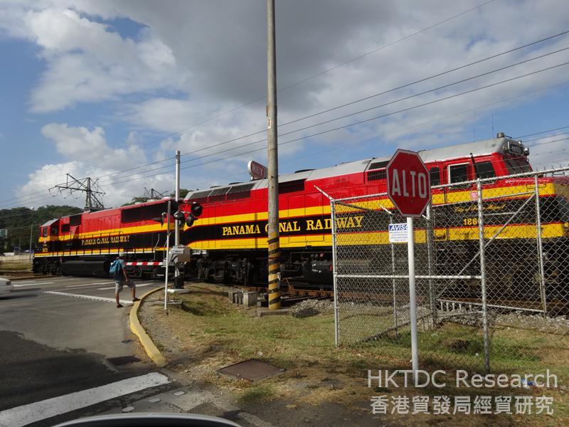 相片:巴拿马运河铁路