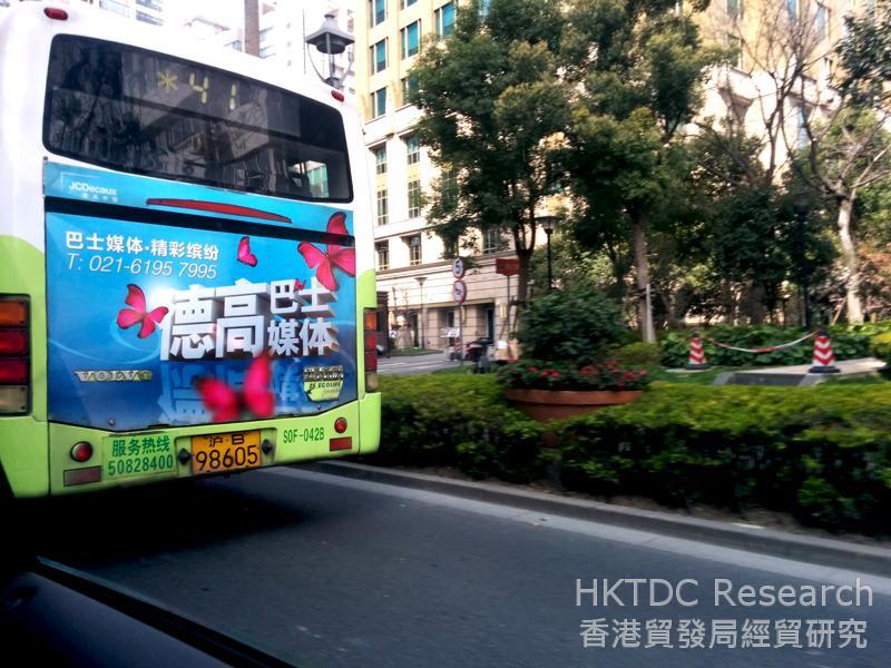 图: 德高贝登(JCDecaux)是全球大型媒体公司,在上海有相当高的市占率。