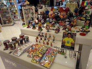 相片:Romero Britto品牌授權產品在邁阿密國際機場熱賣。