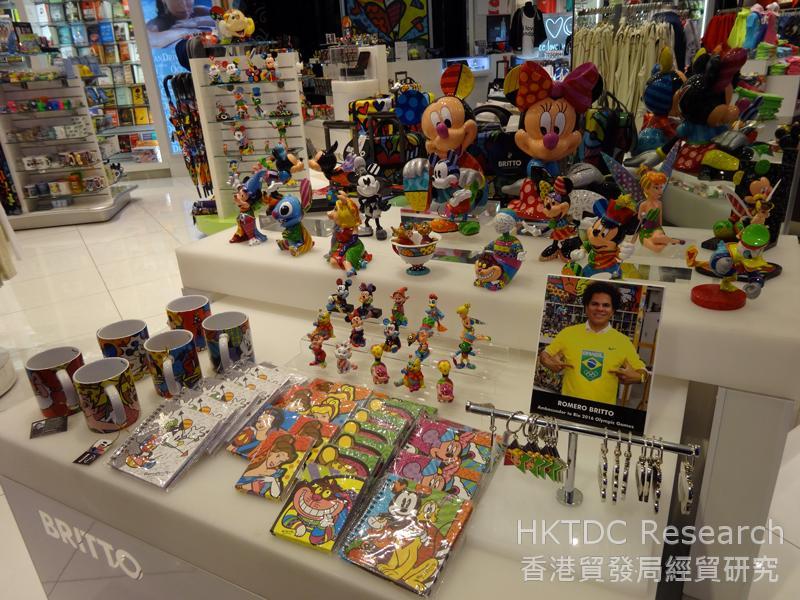 相片:Romero Britto品牌授权产品在迈阿密国际机场热卖。