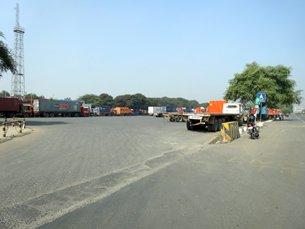 Photo: Roads outside Jawaharlal Nehru Port