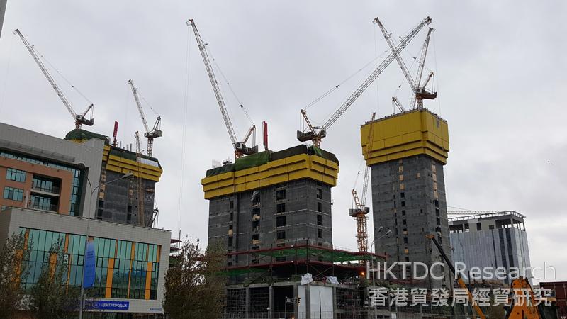 相片:阿布扎比广场包括中亚最高的建筑物