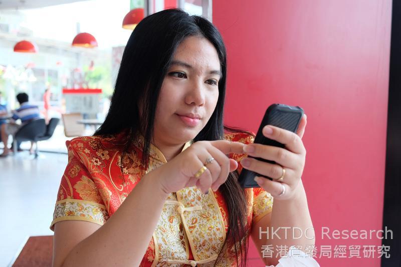 相片:中國消費者結合線上及線下活動進行消費