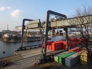 相片:杜伊斯堡港是全球最大的内陆货柜港