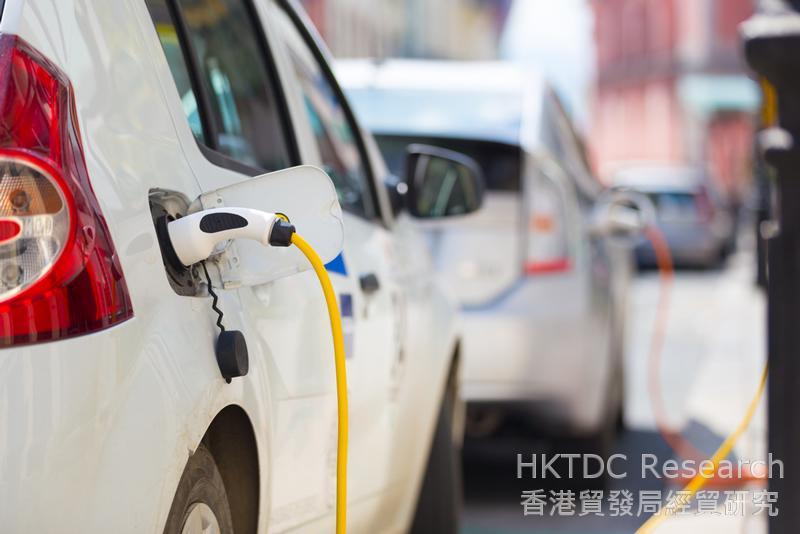 相片:「十三五」規劃明確要促進戰略性新興產業蓬勃發展:新能源汽車。