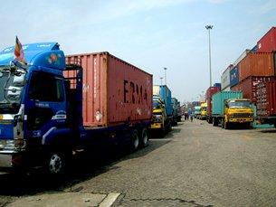 图: Asia World Port Terminal码头交通挤塞