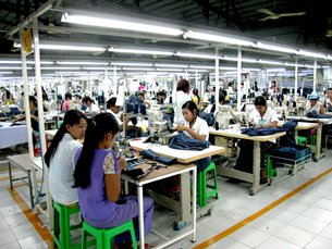 Photo: An export-oriented garment factory in Yangon