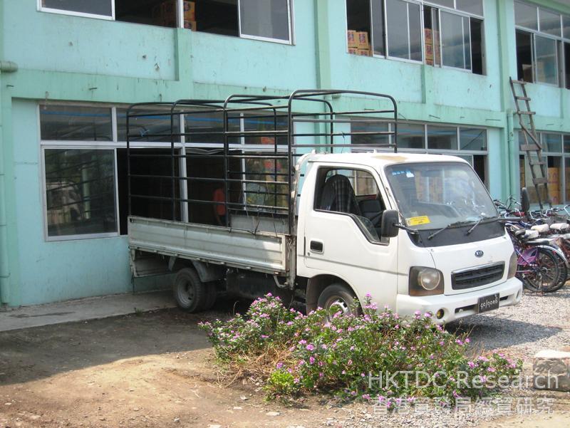 圖: 工廠常以小型貨車運送貨物,加劇道路擠車問題。