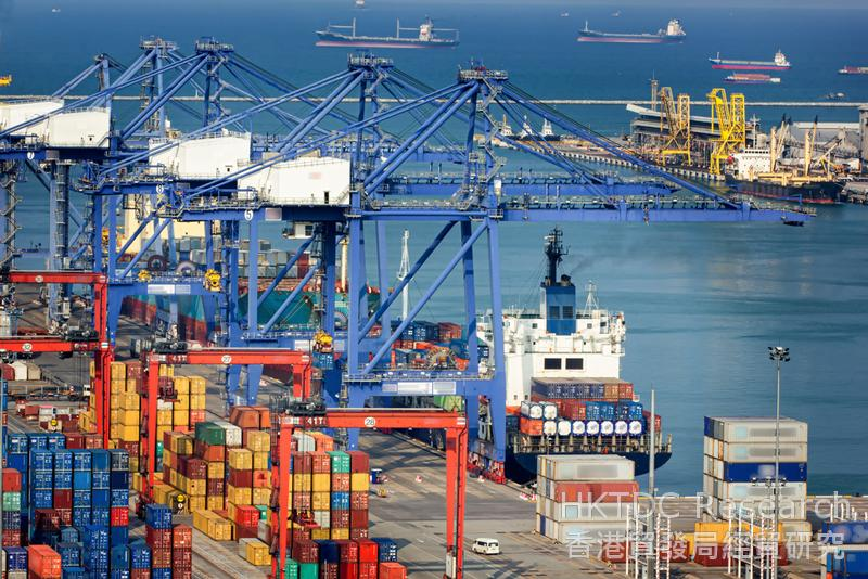 相片:中國企業近年積極投資海外。