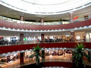 Photo: A modern shopping complex in Shiraz