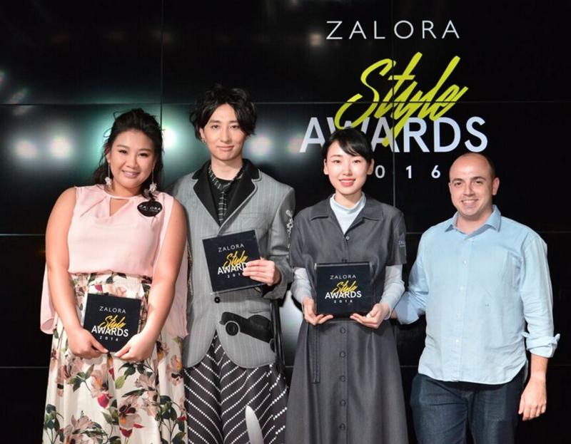 相片:Zalora董事总经理Luca Barberis(右)与Style Awards得奖者合照。该奖项旨在鼓励及支持区内的时装业者。