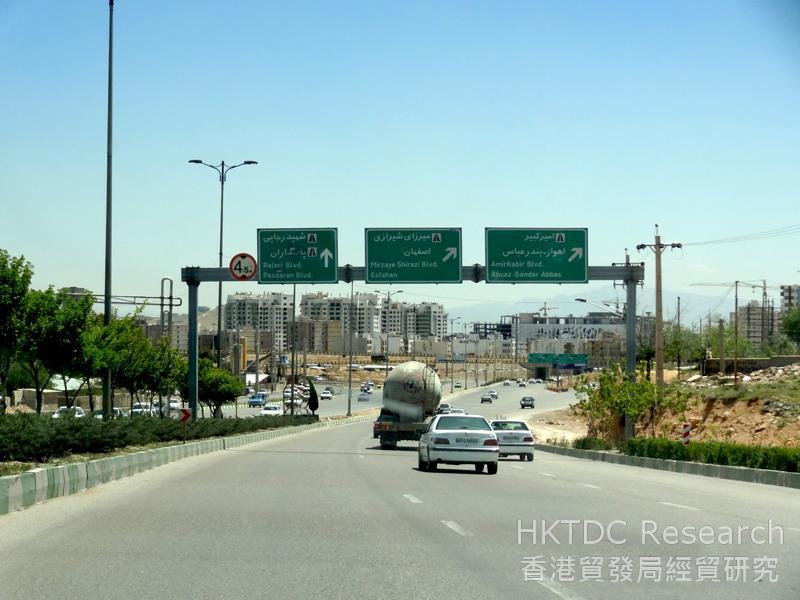 图: 设拉子的柏油公路。