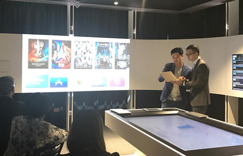 相片:雷克系统联合创办人郭正光(左)出席「公开数据工作室」研讨会。