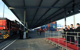 Photo: President Xi Jinping at Yuxinou express train terminal at Duisburg in Germany in 2014.