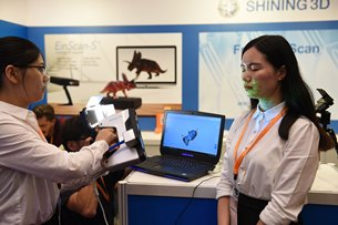 Photo: Demonstration of 3D Scanning at the Fair.