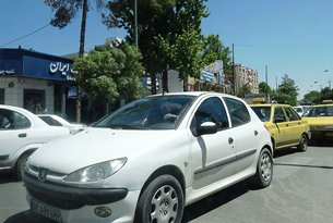 Photo: A Peugeot on its way back to Isfahan