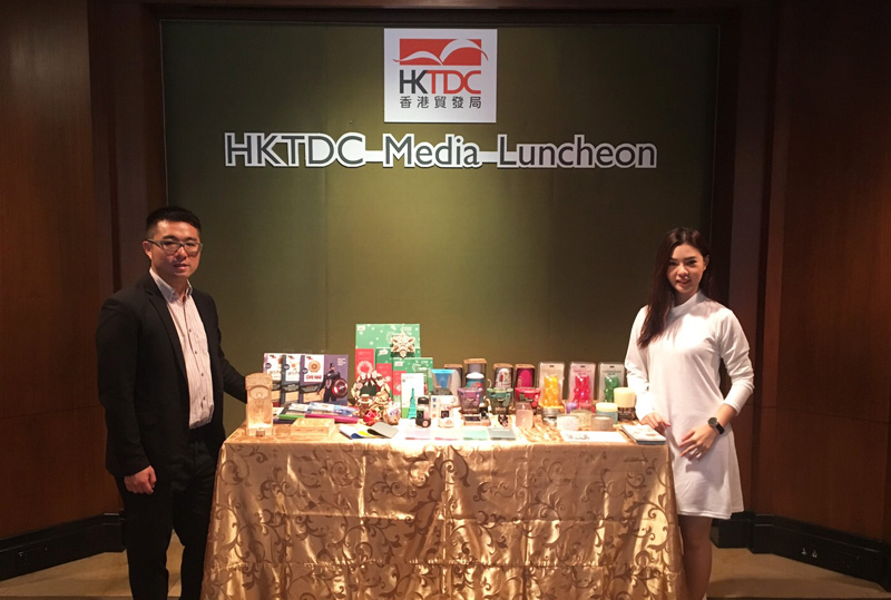 Photo: Michael Li (left), Brand Director of Herkomst Holdings, at an HKTDC event.