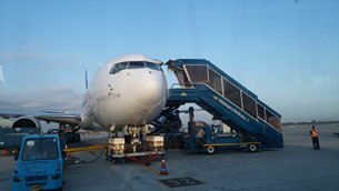 Photo: Modern logistics services are in great demand in Vietnam (1).