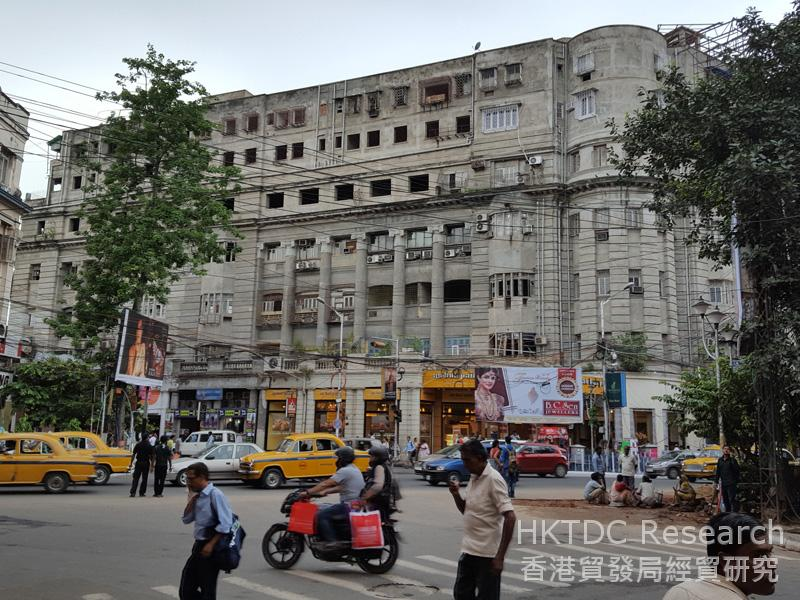Photo: Street view of downtown Kolkata, West Bengal.