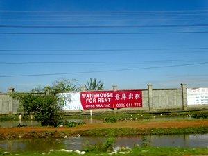 圖: 4號國道沿線的倉庫正在招租。
