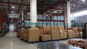 相片:重庆西部物流园内的仓库。
