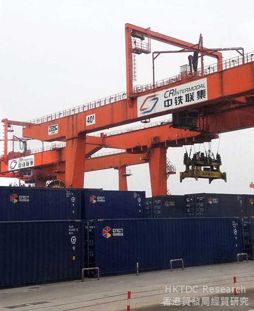 相片:渝新欧的起点-重庆团结村铁路集装箱中心站。